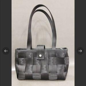 Harvey's Black Seatbelt Shoulder Bag